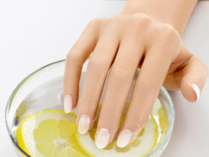 soak-nails-spa-manicure